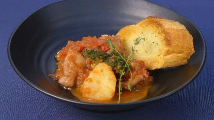 鶏とお好み野菜のトマト煮込み