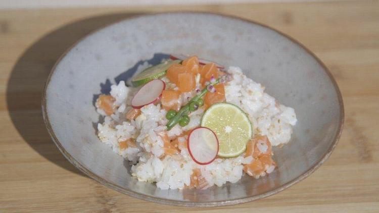 ミョウガとサーモンのちらし寿司