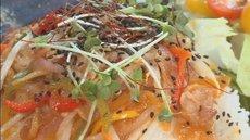 ゆずの風味がさわやかな 野菜たっぷりゆず豚丼!