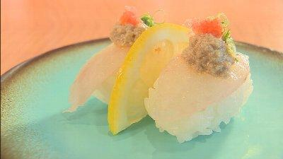 赤酢のシャリでにぎった新鮮なカワハギのお寿司!!